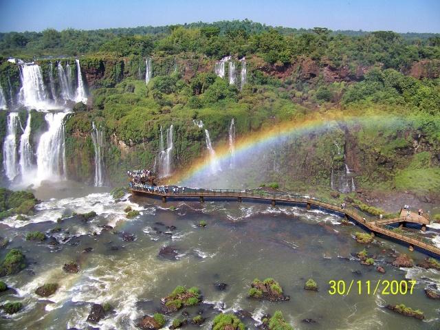Cataratas de Iguazu vistas desde el Agua, Aire y Tierra