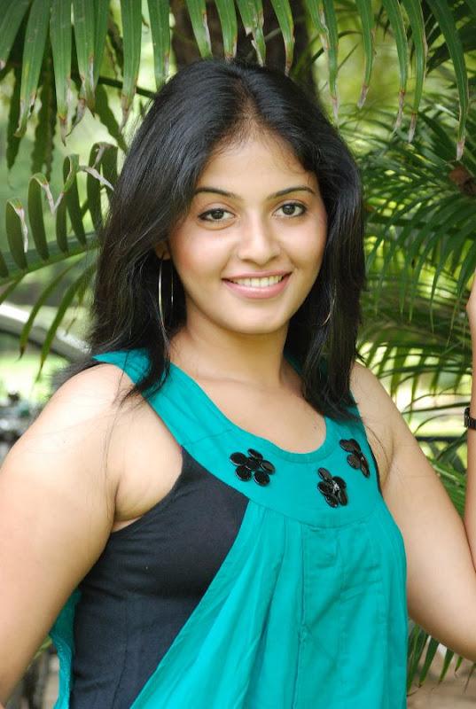 Anjali Latest Cute Stills In Engeyum Eppothum Press Meet cleavage