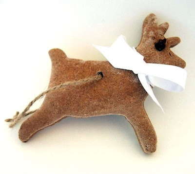http://www.retrodelicious.co.uk/2013/11/scented-salt-dough-reindeer.html