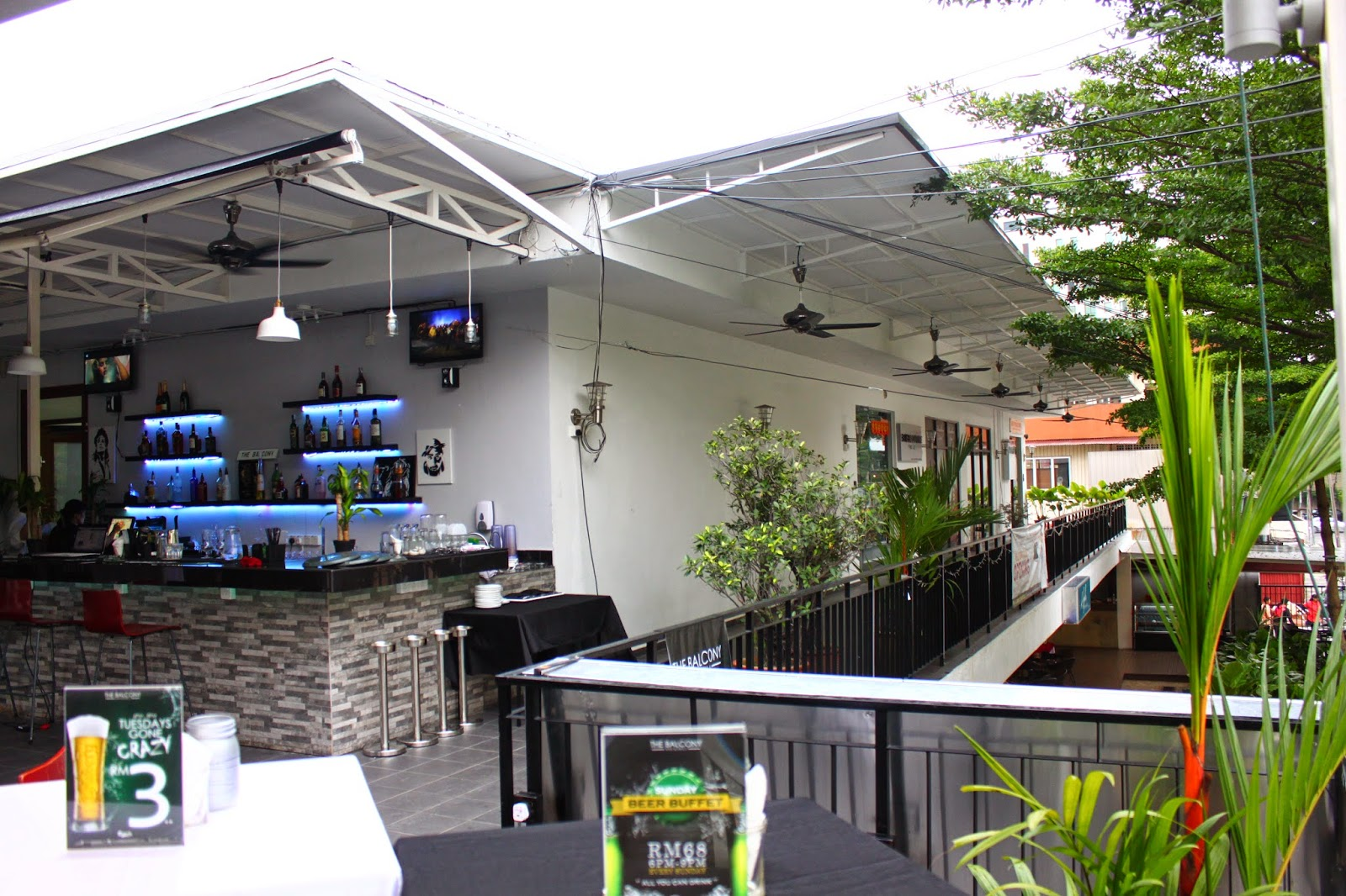 The balcony bar grill kl off jalan ampang kl f i n for Balcony grill and bar