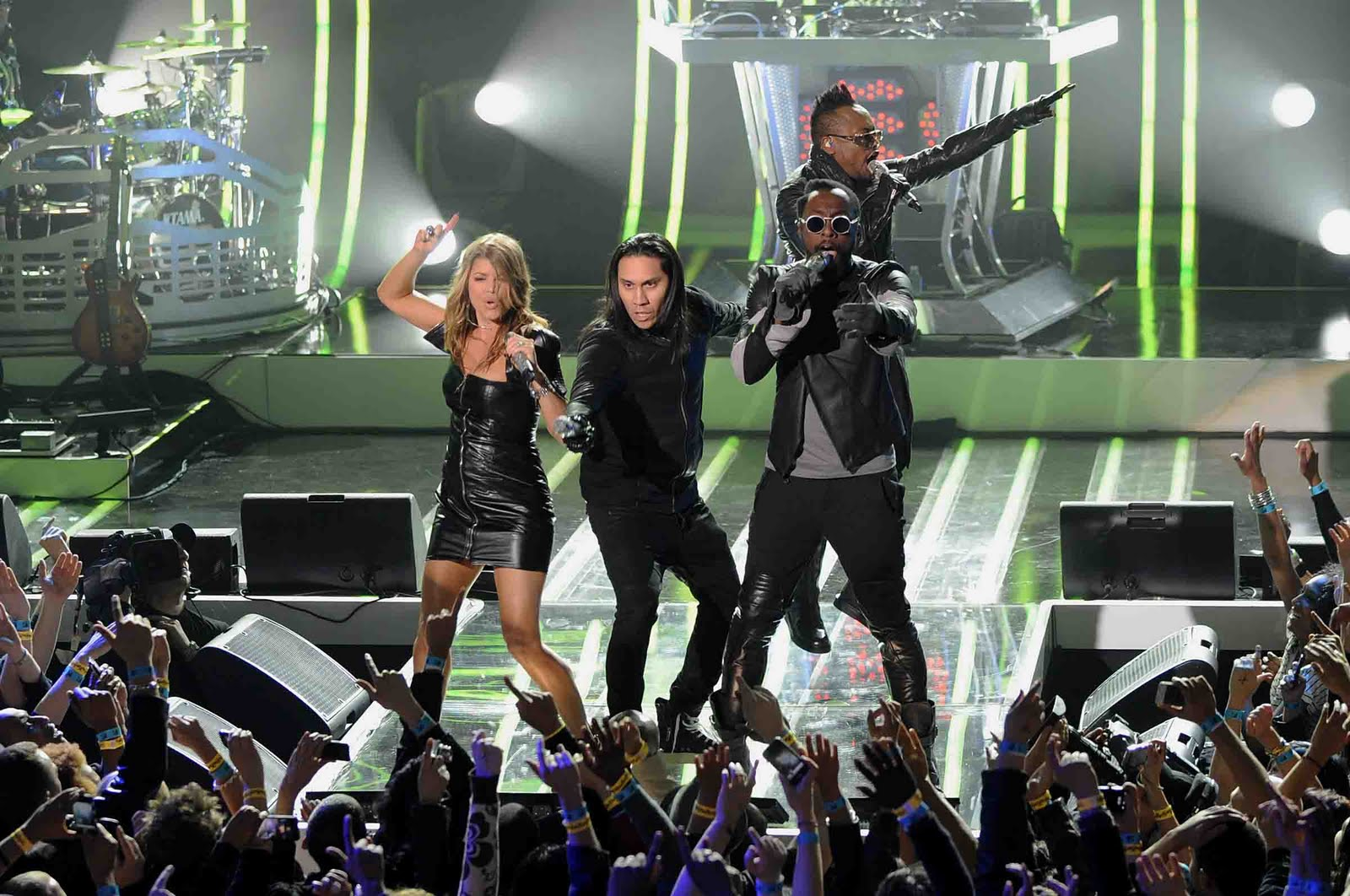 Times Square Gossip: THE BLACK EYED PEAS AND VOLKSWAGEN