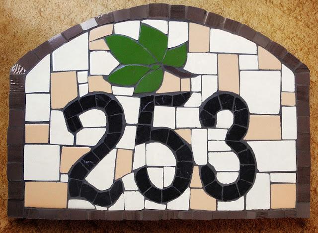 mozaikowa tabliczka z numerem