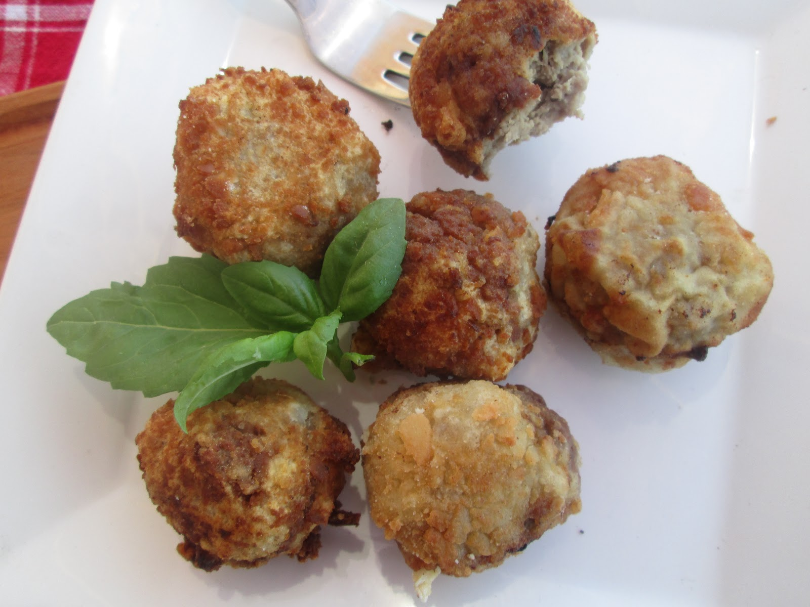 Canela kitchen : Ricotta and sage meatballs