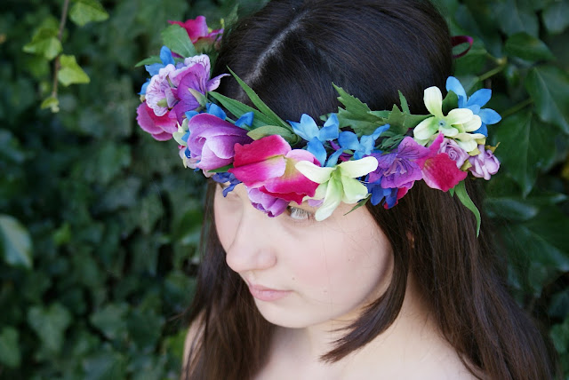 wianek ze sztucznych kwiatów, wianek, kolorowy wianek