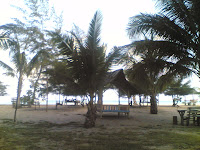 Wisata Alam Pantai Cemara Dabo Singkep