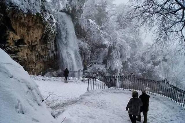 Ο καταρράκτης χιονισμένος