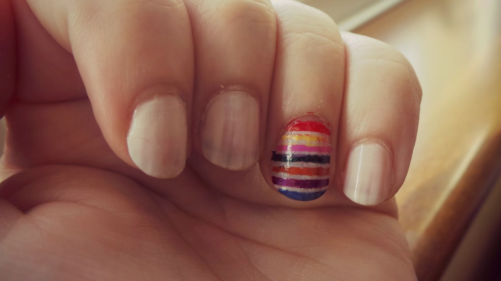 nail design with stripes