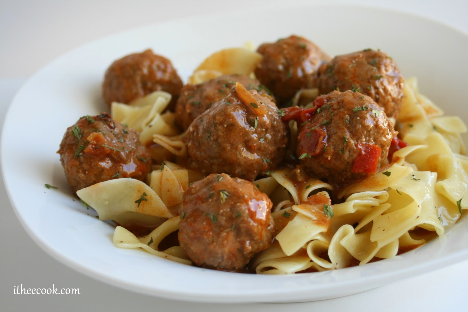 Thee Cook: Slow Cooker Hungarian Meatball Goulash