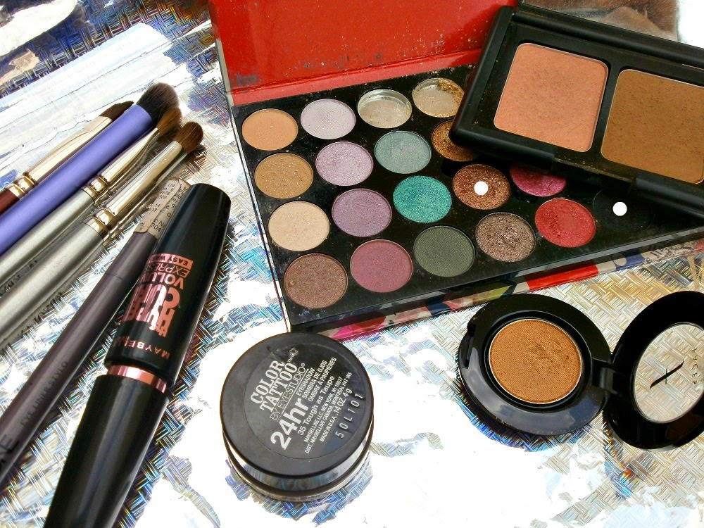 Festive Gold Eye Makeup, Eye shadow, Kryolan Professional, Oriflame, Maybelline, Real Techniques, Eye makeup, Glamorous eye makeup, Sankaranti Makeup, Indian Eye Makeup, Elf Blush and Bronzer duo