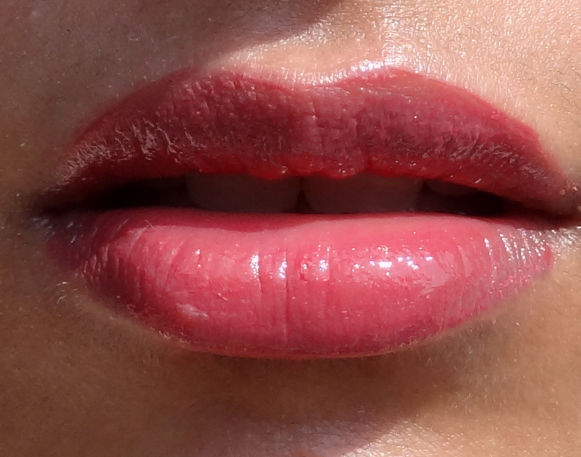 The ultimate fusion of gloss stain in one fluid formula that melts onto lips for a full-on glassy shine that lasts and lasts and lasts. Infused with emollient oils, its creamy, lightweight texture stays bright, lustrous and so comfortable without ever cracking or peeling.