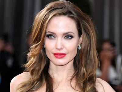 Angelina Jolie Artis Cantik Amerika Serikat