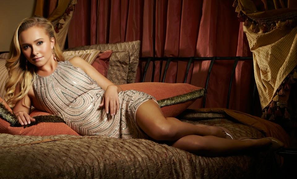 Hayden Panettiere showing off her hot legs