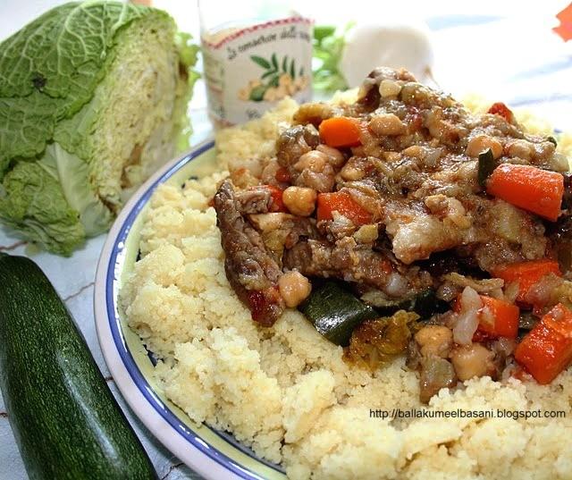 couscous me mish qingji dhe perime duke qene mishi i qingjit i njome