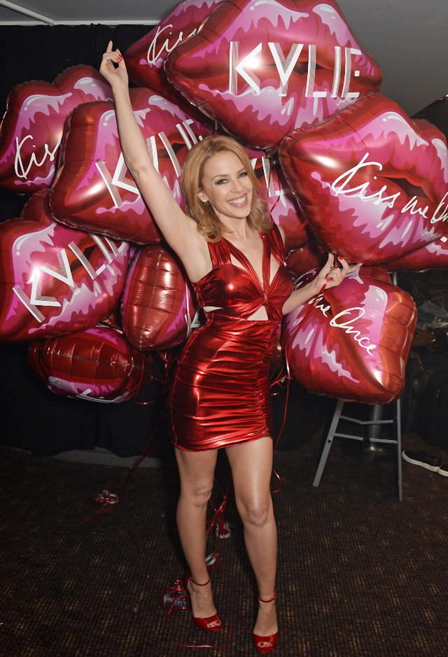 Kylie Minogue se ve muy bien