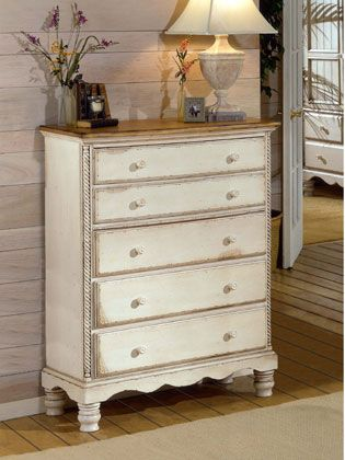 a travs de la restauracin podemos actualizar el estilo de un antiguo mueble dotndolo de una nueva que encaje en la decoracin de nuestro