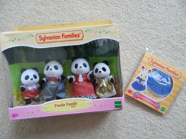 Sylvanian Families 30th Anniversary, doll house, animal figurines