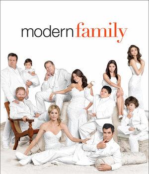 Nicole by OPI et la Twentieth Century Fox Consumer Products ont fait l'annonce de leur collaboration pour la comédie à succès d'ABC, Modern Family