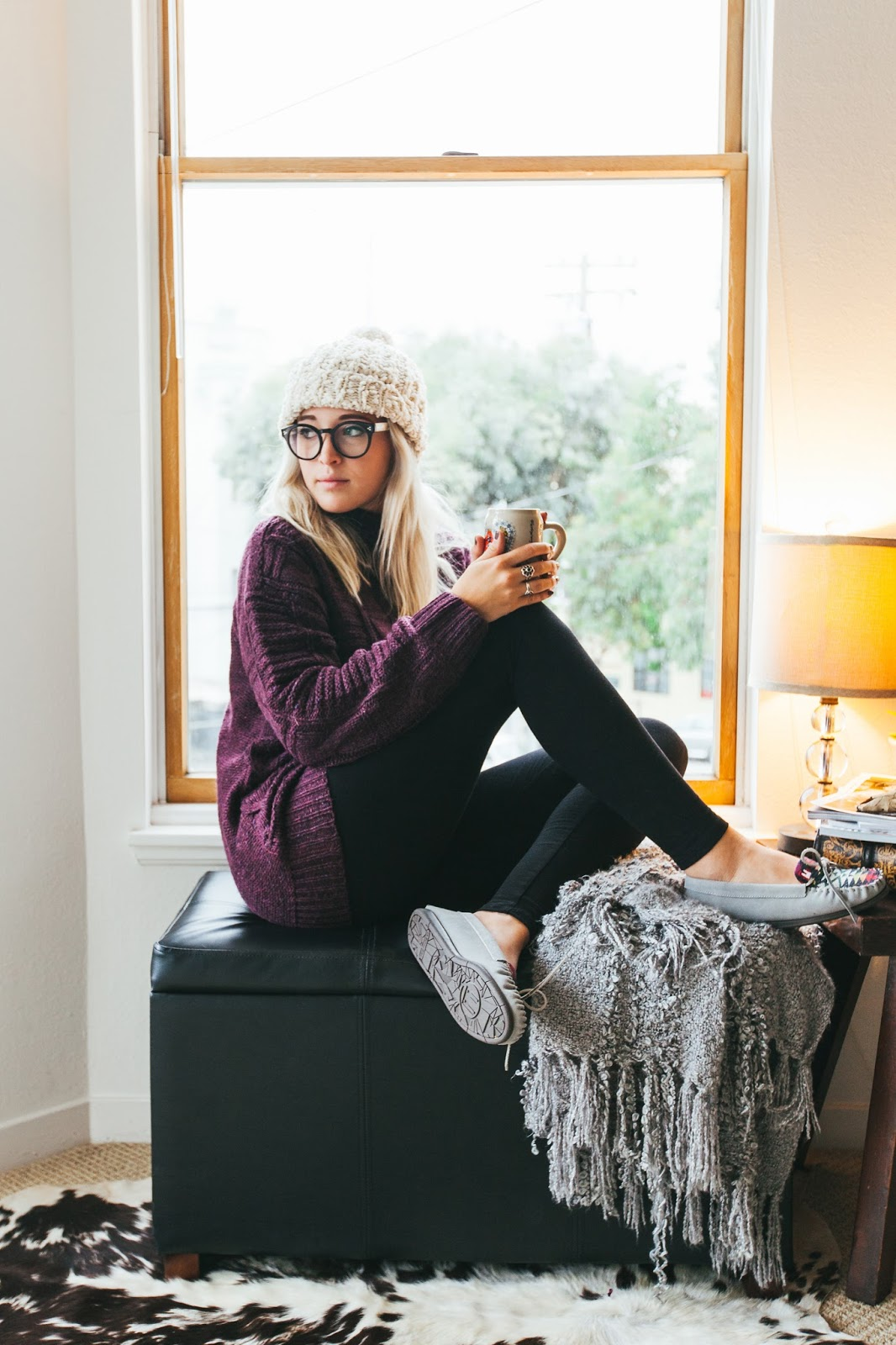cute girls in glasses, coffee mug, wintery photos, winter outfits, cozy winter outfits, cozy outfit ideas,