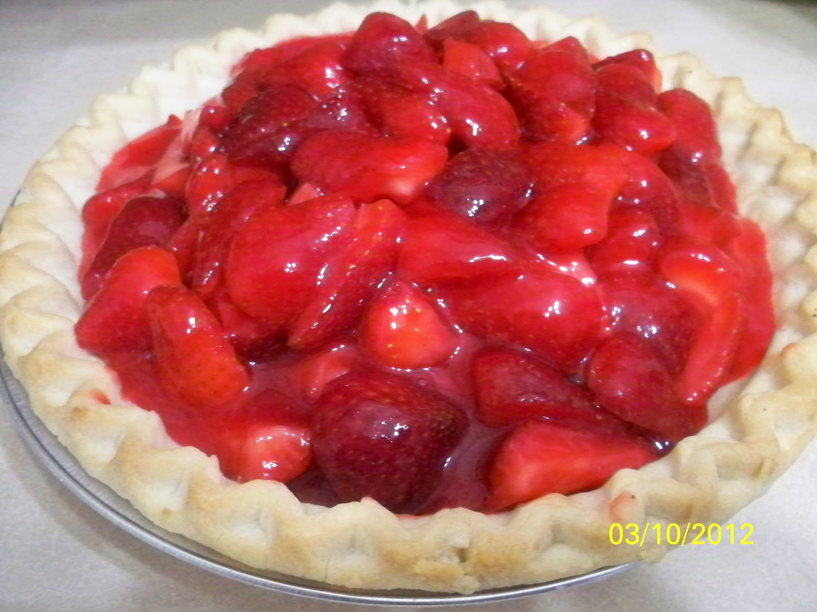 Dishin' It Up with Denise: Fresh Strawberry Pie ~ No Sugar Added