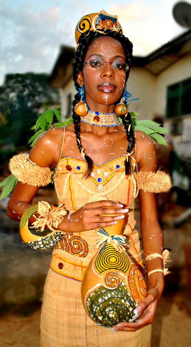 Laetitia au confluent de plusieurs traditions se marie à Franceville ( Province du Haut-Ogoué)...