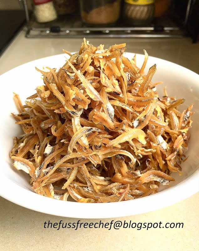 ... chef: Kitchen Life Hack - Deep Fried Anchovies and Nasi Lemak Kukus