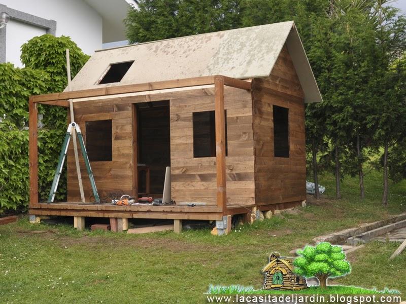 D a 11 tejado la casita del jard n construcci n paso for Tejados de madera para jardin