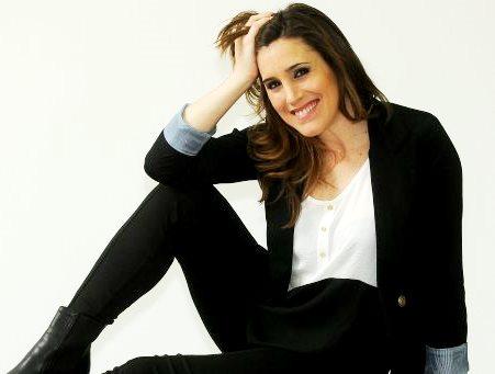 Soledad Pastorutti posando