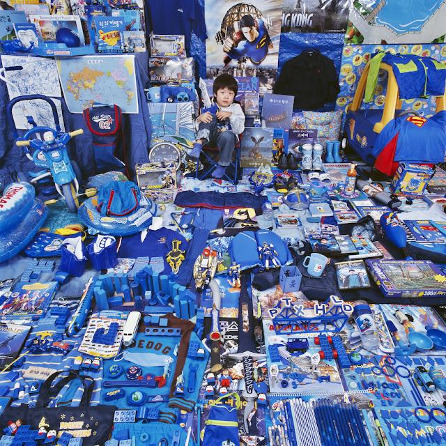 Den lille dreng får en blå verden