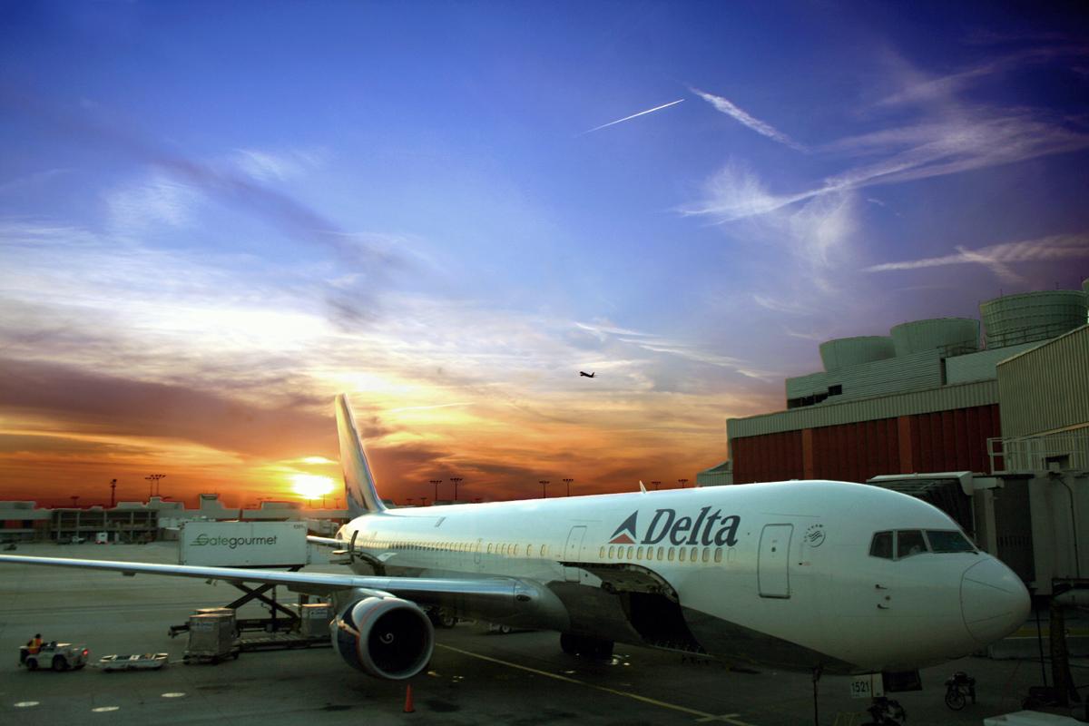 http://1.bp.blogspot.com/-v0pA9aLcNiE/T0OIvY7EfpI/AAAAAAAAHlk/KYhf8nS4Y04/s1600/delta_airlines_sunset.jpg