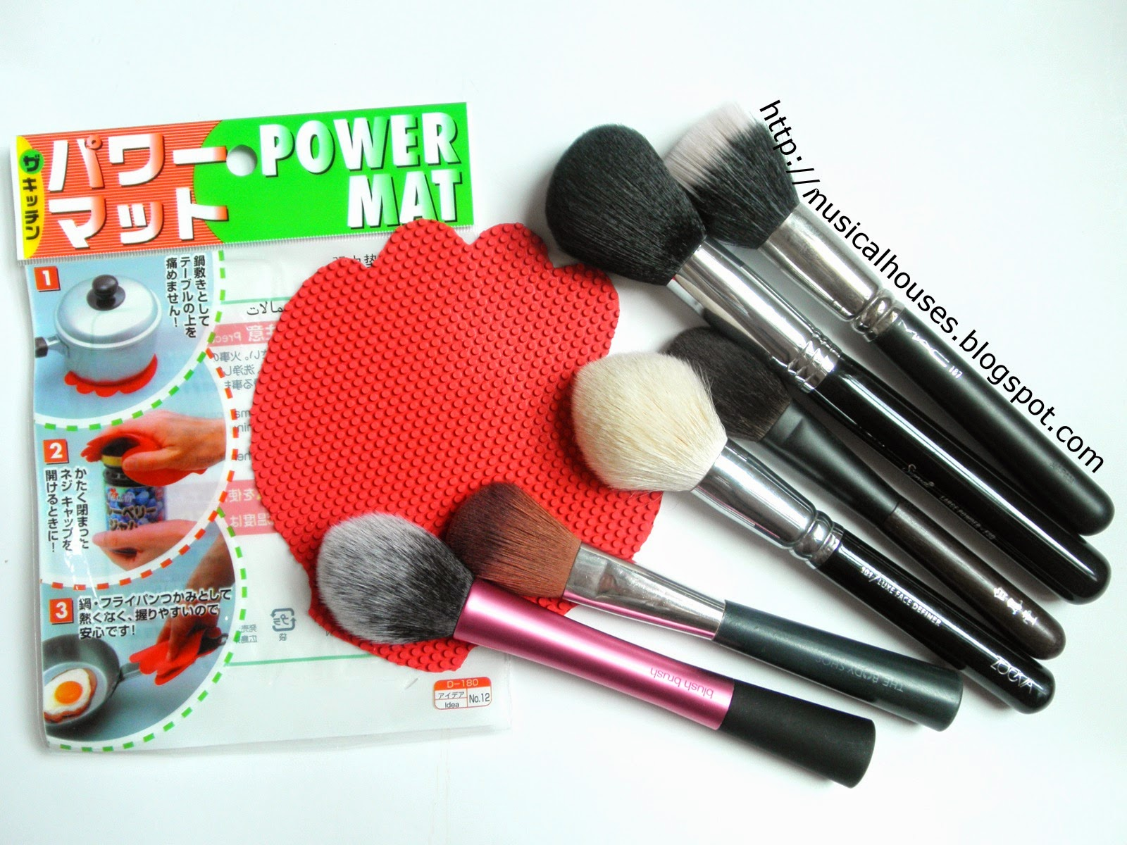 Sigma Spa Brush Cleaning Glove Dupe: Daiso Silicone Mat/Pot Holder ...