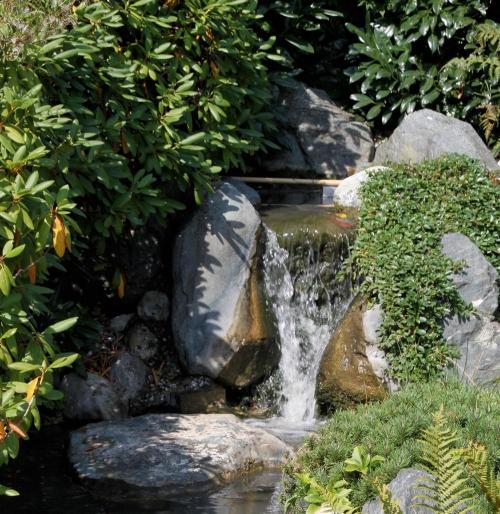 Jard n solar fuentes solares de jard n for Cascadas y fuentes de jardin