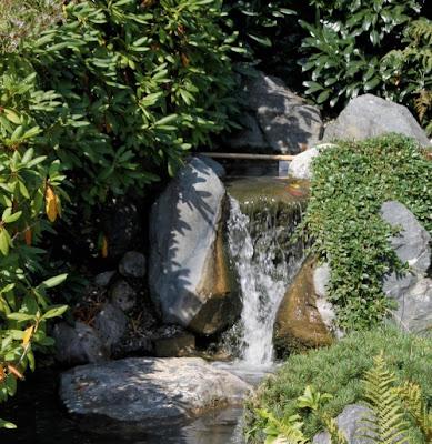 Jard n solar fuentes solares de jard n for Bombas para fuentes de jardin