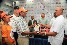 Grupo Dionisio Ramírez entrega equipos a la Defensa Civil, Cruz Roja, Bomberos y AMET en San Cristóbal