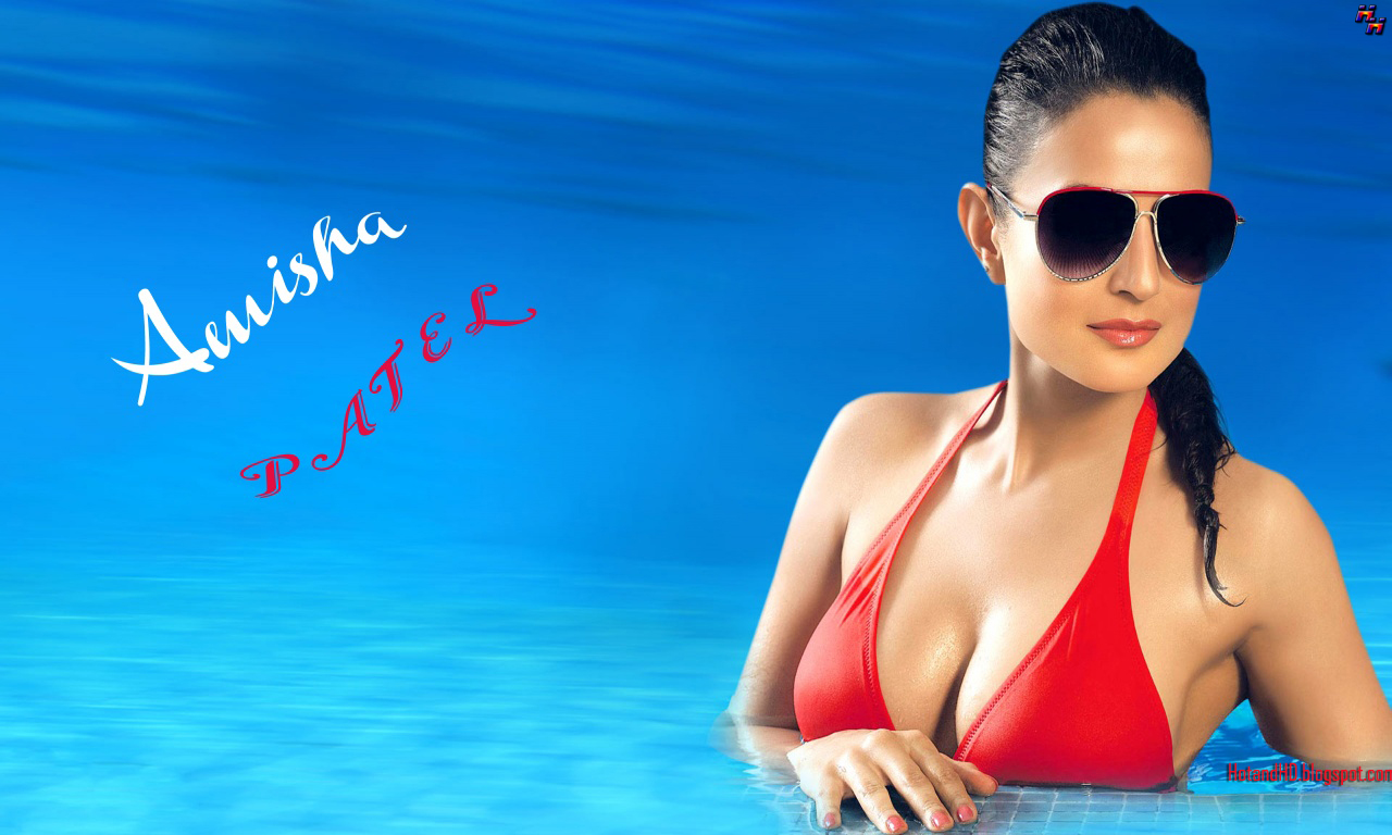 amisha patel hot sexy bikini wallpapers downloads