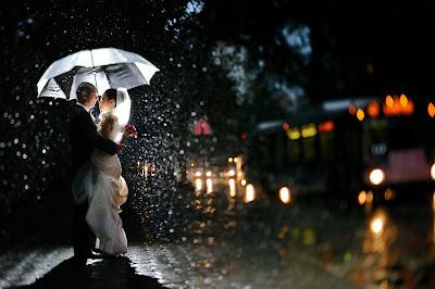Свадебные фото: в пелене дождя