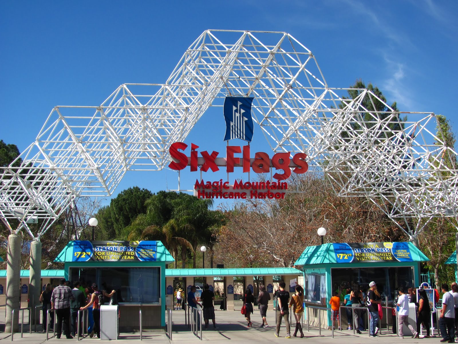 Six Flags Magic Mountain Moves To 365 Day Schedule Amusementinsider The Front Page Of Theme Parks