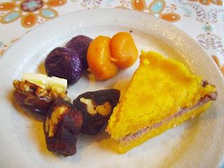 紫いもとかぼちゃのおもち・シルトック・手作りの干し柿でくるみを巻いた伝統菓子・江口恵子さんの創作菓子