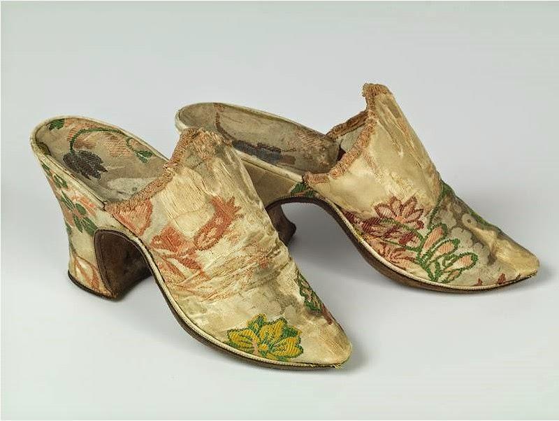 Top Véronique Chemla: L'histoire sous les pieds. 3000 ans de chaussures LH31