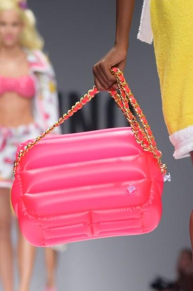 Bolsa de boia infantil no desfile da Moschino no Milão Fashion Week verão 2015