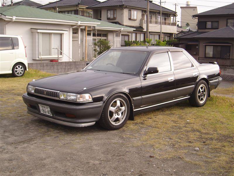 Toyota Cresta X80, japoński sportowy sedan, tylnonapędowy, napęd na tył, RWD, drifting, zdjęcia, tuning