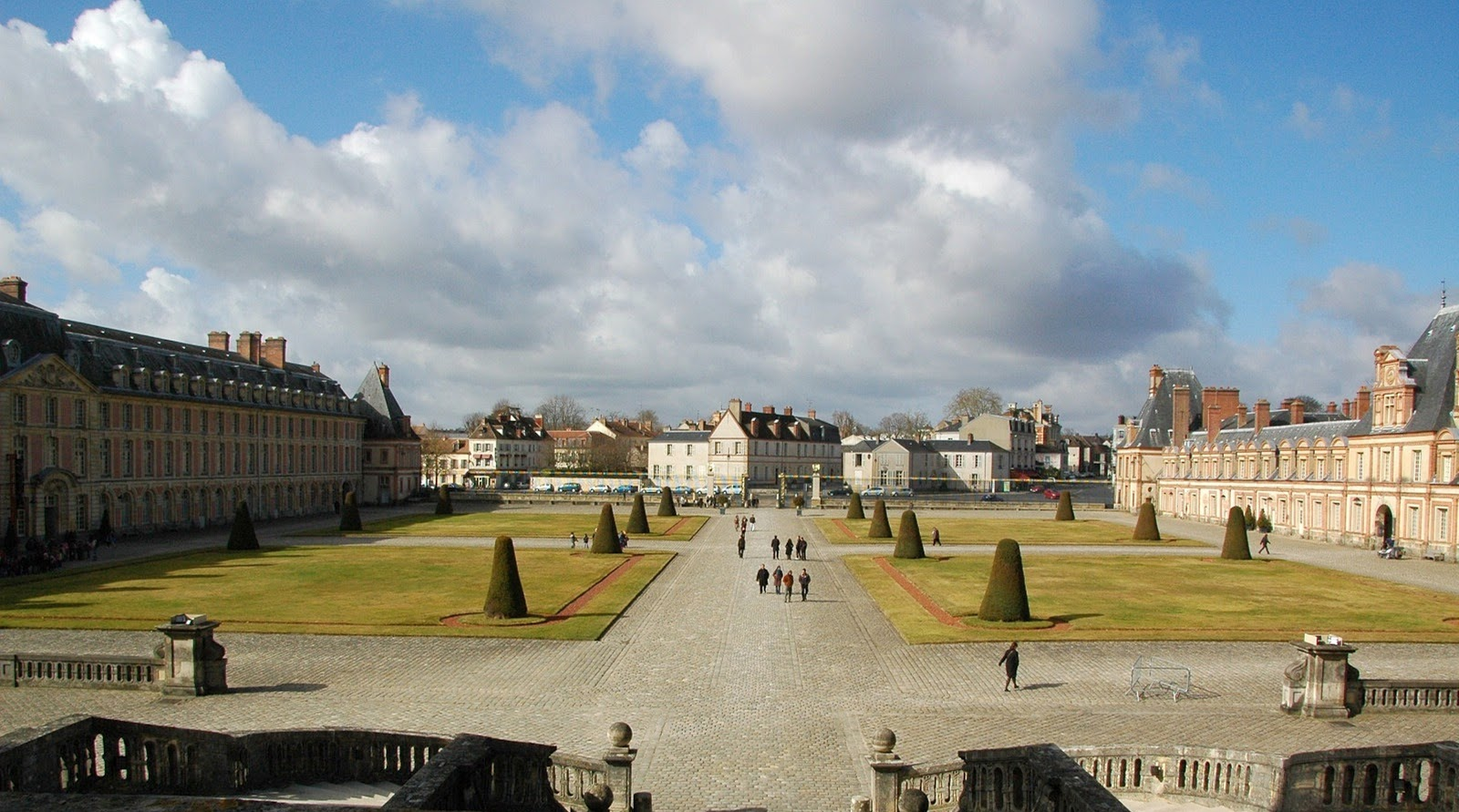 Travel adventures fontainebleau a voyage to for Hotel fontainebleau france