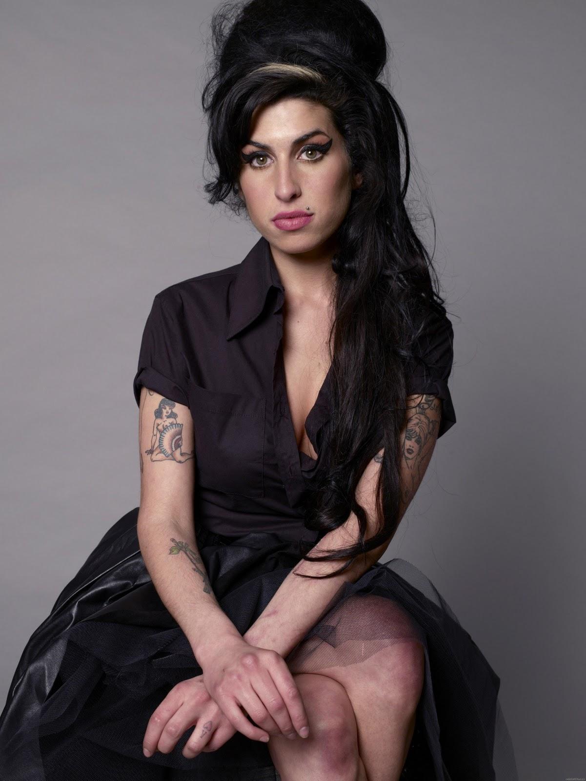 http://1.bp.blogspot.com/-v39yNzH9yQ8/Tzk-eyGzLHI/AAAAAAAACGI/-YkLn0gGu3w/s1600/Amy_Winehouse_4.jpg