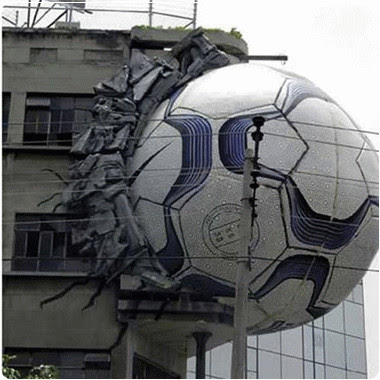 nendang bola, Woiii.. Siapa Yang Nendang Ini Bola ke Rumah Gue Ahhh...