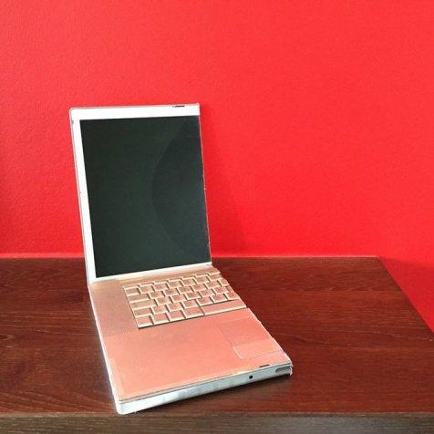 Laptop yang dibelah