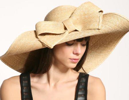 Голяма лятна шапка - грижа за косата през лятото
