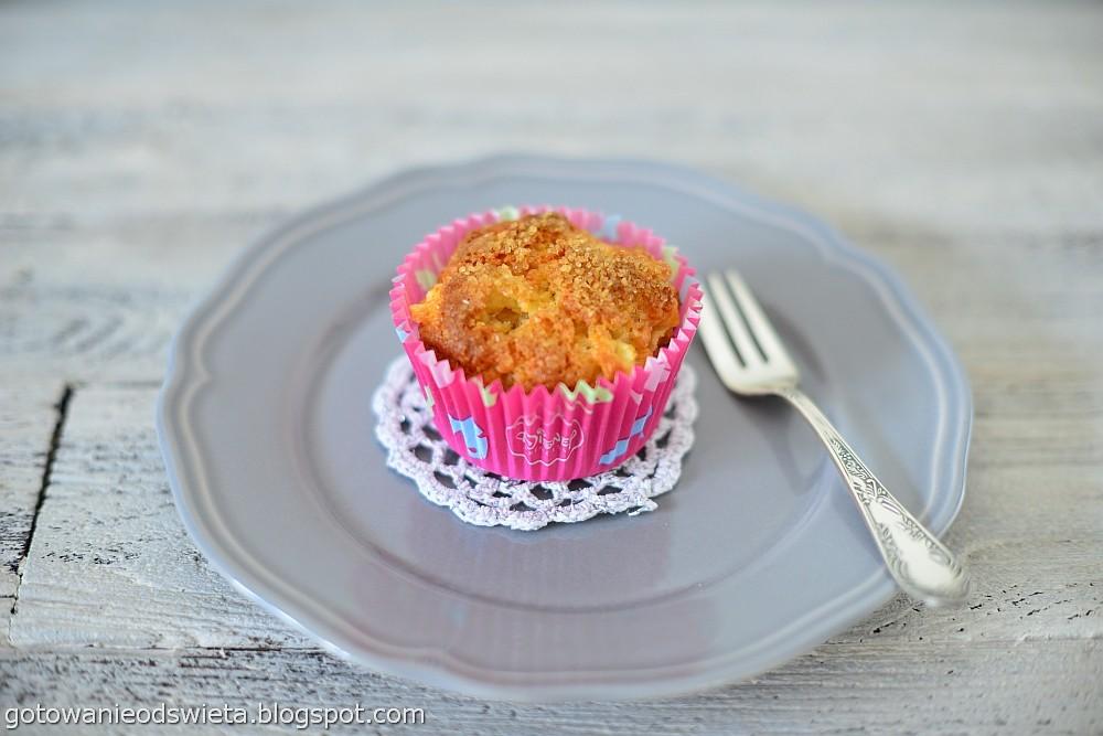 Muffinki z gruszką i imbirem podane