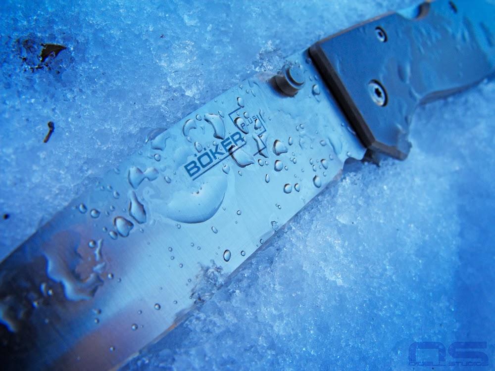 gear photographer water drops knife blade