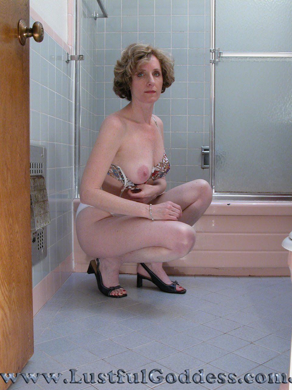 Check out this beautiful mature chick in the bathroom. For those of you MILF ...