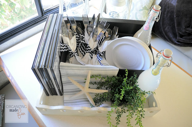 Beautiful black and white inspired picnic with Pop N Store box :: OrganizingMadeFun.com