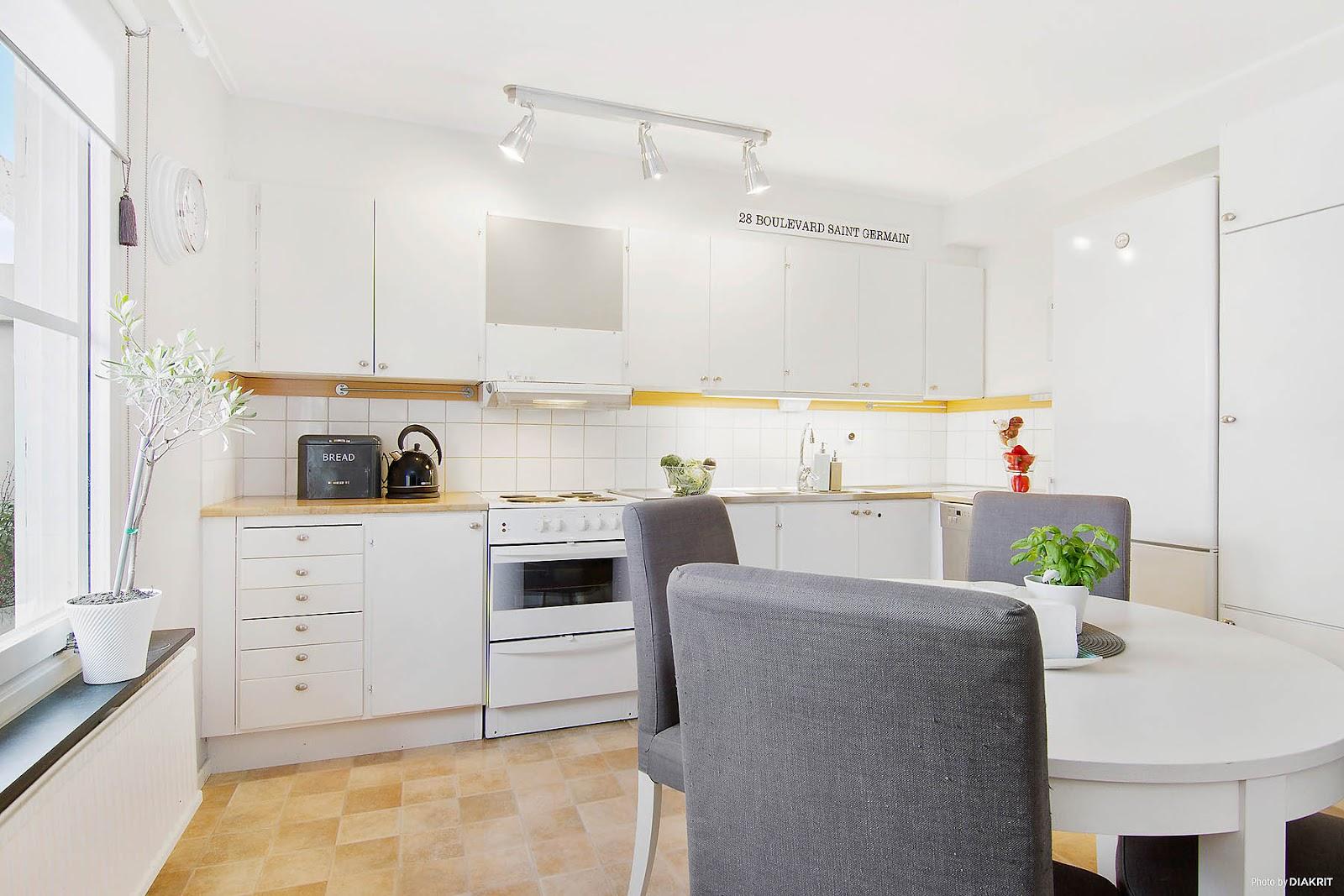 Blog wnętrzarski  design, nowoczesne projekty wnętrz Biała kuchnia zawsze w   -> Biala Kuchnia Drewniany Blat Jakie Plytki